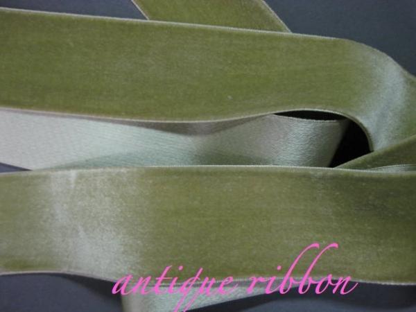 Vintage ribbon green velvet