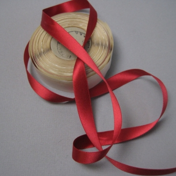 Vintage 30s red ribbon rayon fabric dressmaker ribbon one half inch width