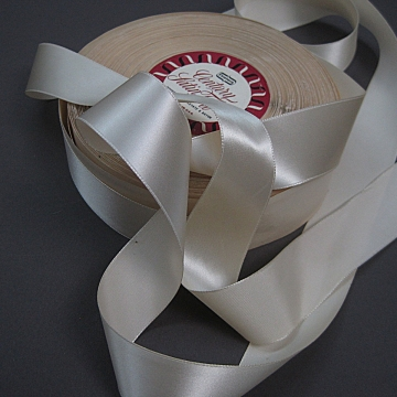 Vintage 50s Cream Satin Taffeta Ribbon Cream 1.25  inch wide
